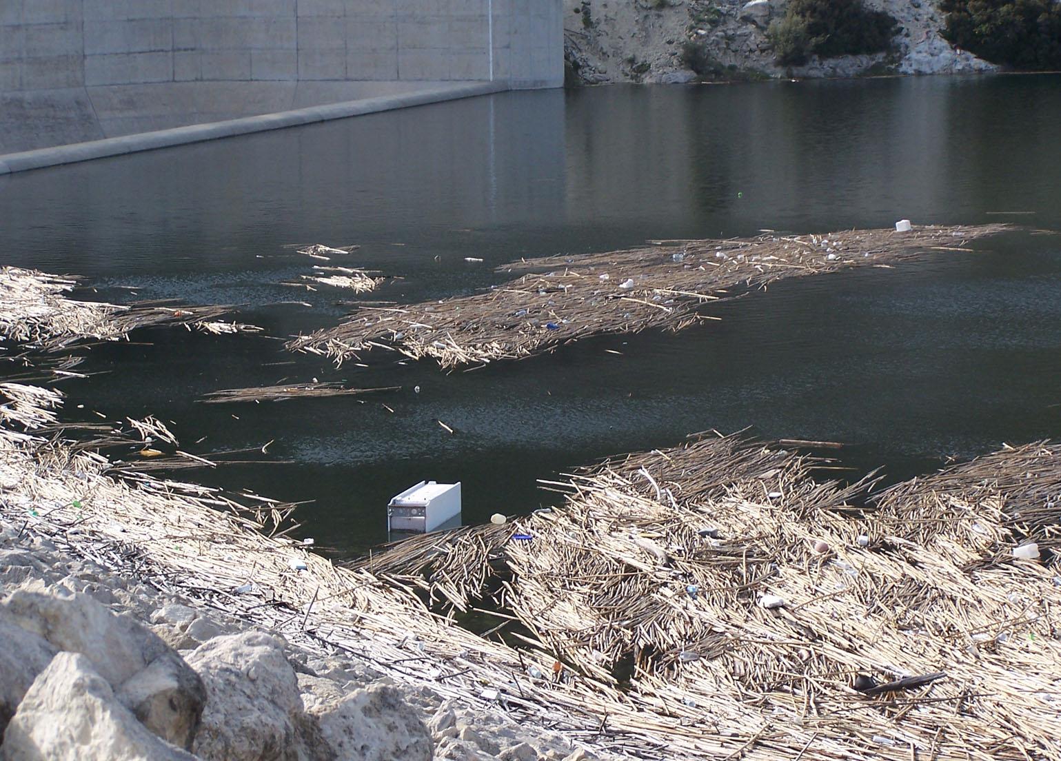 Entsorgter Kühlschrank im Kouris Dam