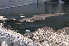 Kouris Dam mit Müll
